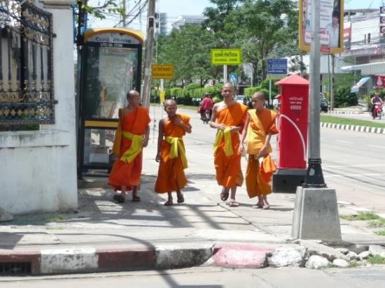 Khon Kaen, Thailand: Monks