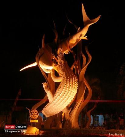 Surabaya, Endonezya: Monumen Suroboyo di Wonokromo