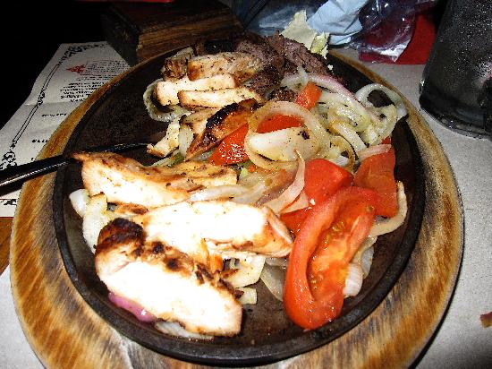 Lakewood, Kolorado: I usually don't take pictures of my food - but here it is - my fajitas!