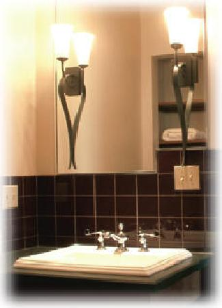 Carlin Hotel: Bathroom