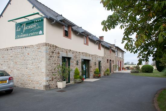 La Jacotiere: Front and parking of property