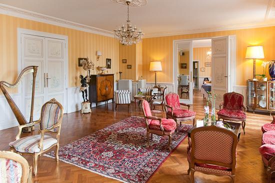 Hotel Le Manoir les Minimes : Livingroom view
