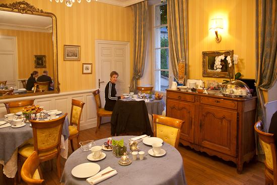 Hotel Le Manoir les Minimes: Breakfast room