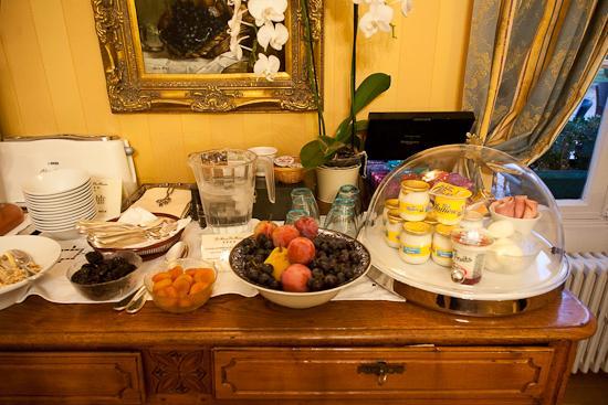 Hotel Le Manoir les Minimes : Buffet
