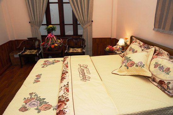 Bach Tung Diep Hotel: double standard room 23$/nite