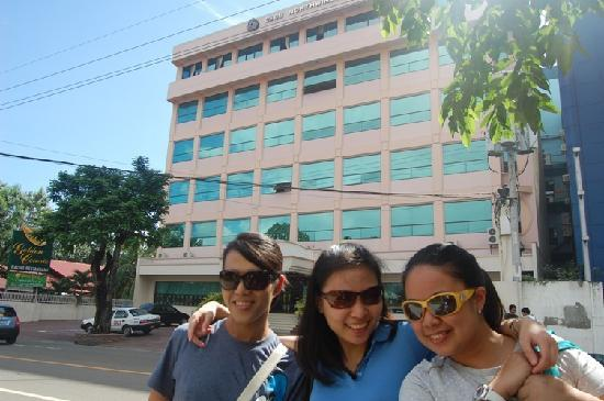 Cebu Northwinds Hotel: In front of the hotel