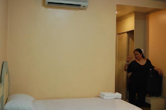 Cebu Northwinds Hotel: bed of ambassador suite