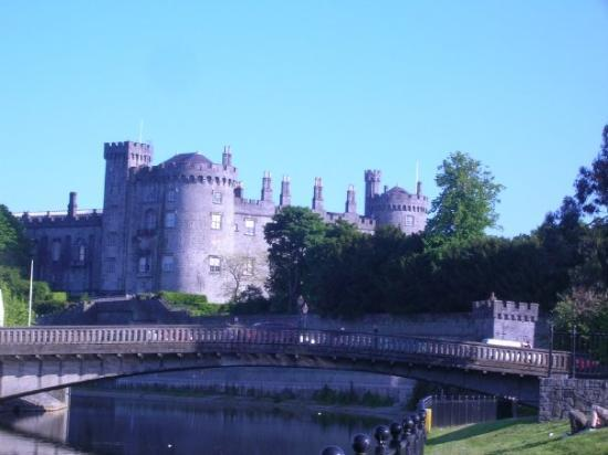 Another pic of Kilkenny Castle - June '09