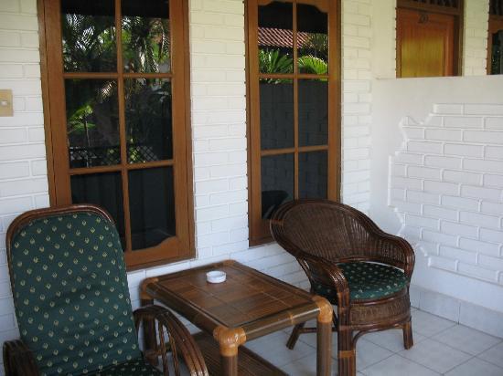 Hotel Flamboyan: front porch