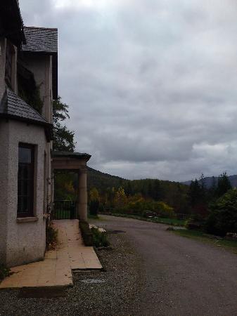 The Craigdarroch Inn: Front of hotel
