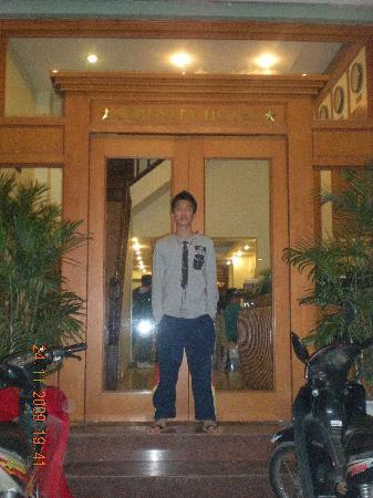 Hanoi Serenity Hotel: main entrance of Serenity Hotel