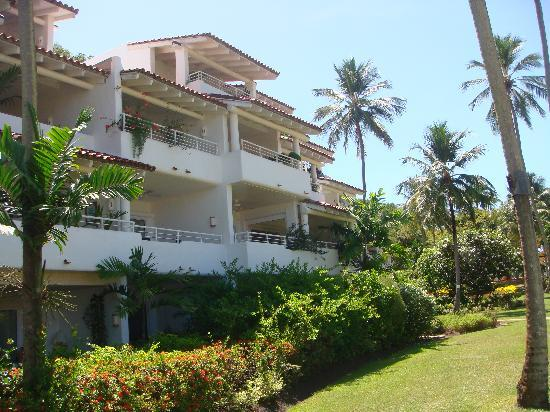Royal Glitter Bay Villas: Our apartment leads straight out to the pool and beach path.