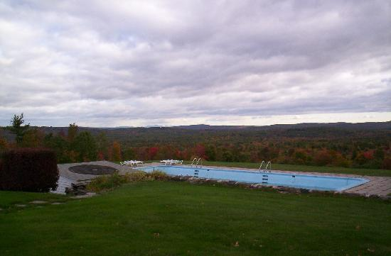 Inn at Crotched Mountain: Pool overlooking the valley