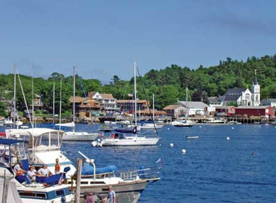 Cap'n Fish's Waterfront Inn: view of capn fishs hotel from across boothbay harbor