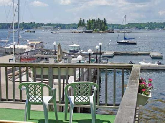 Cap'n Fish's Waterfront Inn : view from one of many decks