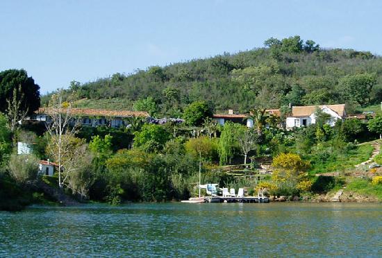 Quinta do Barranco da Estrada: The Quinta from the lake