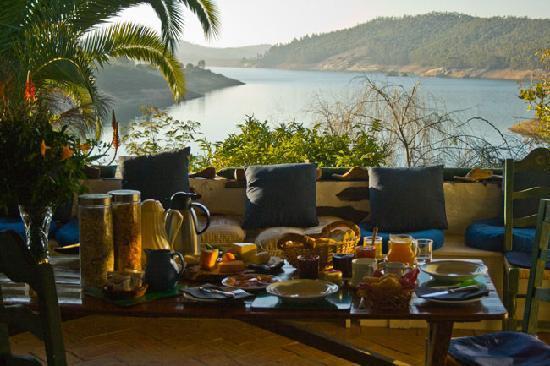Quinta do Barranco da Estrada: Breakfast witha view
