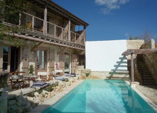 Lofou, Kypros: apokryfo courtyard