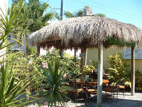 Island Paradise Cottages of Madeira Beach: Tiki Hut