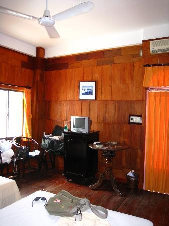 White Lion 2 Hotel: Deluxe room on 2nd floor