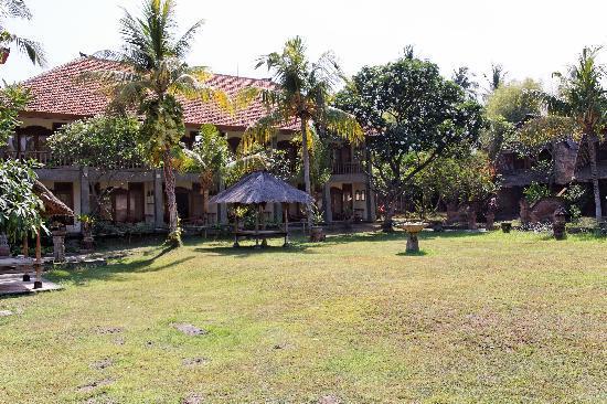 Nirwana Seaside Cottages: Garden and rooms...