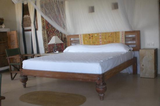 The Majlis Hotel: the bed