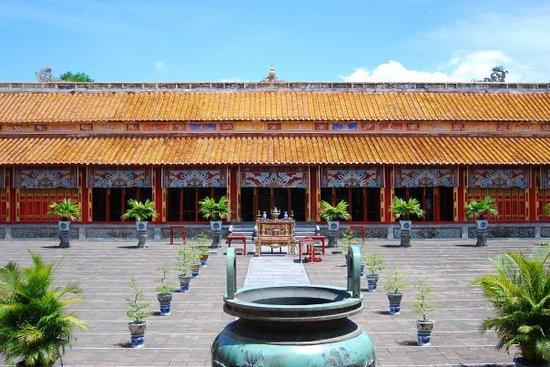 Hue, Vietnam: Điện Phụng Tiên, thờ các vua triều Nguyễn