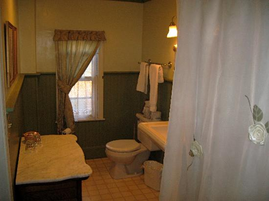 Rookwood Inn: Bathroom