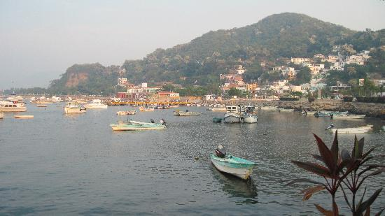 Hotel La Posada: Fishing boats in the bay.
