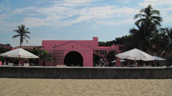 Hotel La Posada: La Posada is right on the beach.