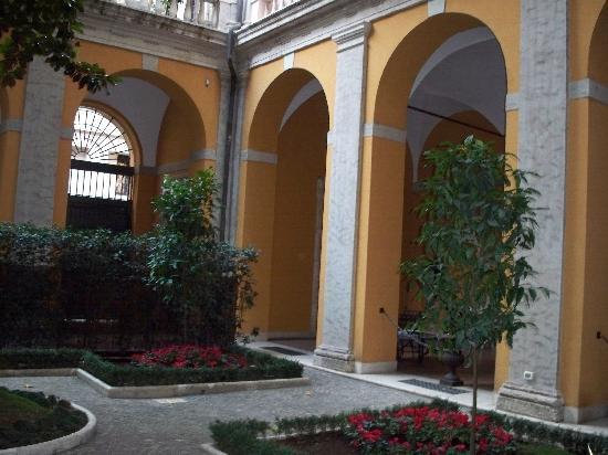 Palazzo Cardinal Cesi: Garden
