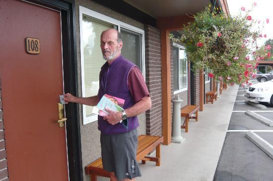 Arbutus Grove Motel: Exterior as clean as interior