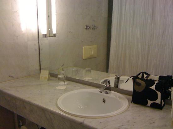 BEST WESTERN PLUS Hotel Fellbach Stuttgart: bath