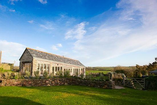 Moyles Farm: The outside of the Linhay