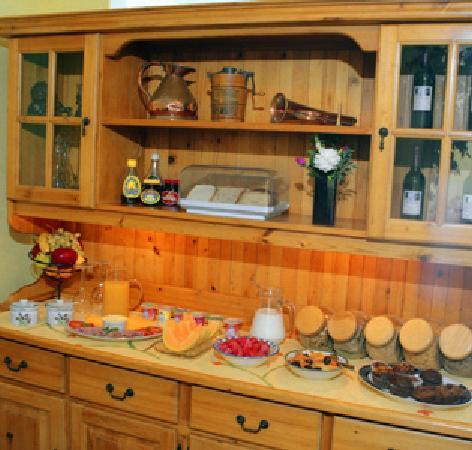 Blue Mountain Guest House: Breakfast buffet included