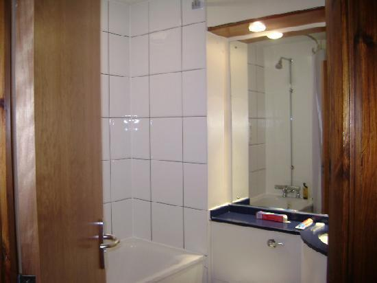 Premier Inn London Barking Hotel: bathroom