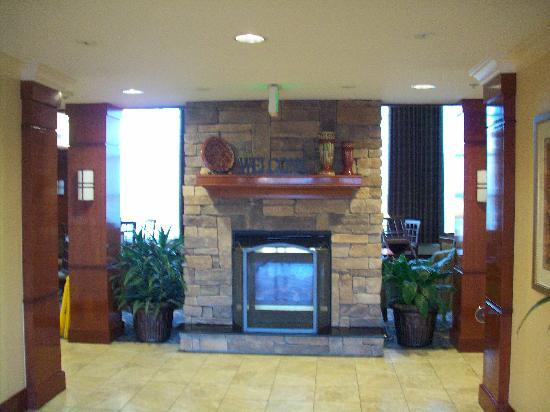 Staybridge Suites Fayetteville/Univ Of Arkansas: helpful staff greets at the door!