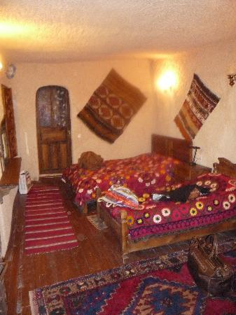 Kismet Cave House: bedroom