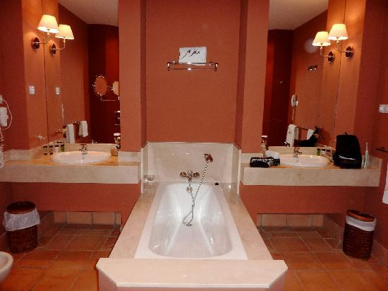 Fairplay Golf Hotel & Spa: Bathroom, what else.