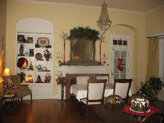 Hudspeth House Bed and Breakfast: Lovely Christmas decorations