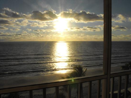 Cornerstone Beach Resort: sunset