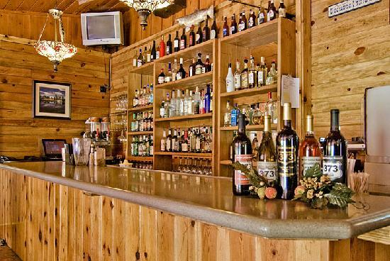 The 373 Grill Restaurant at the Greer Lodge Resort: Bar