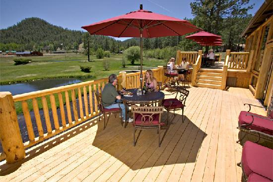 The 373 Grill Restaurant at the Greer Lodge Resort: 373 Grill deck