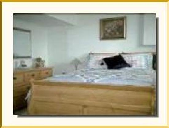 Elm Arbour Bed and Breakfast: Bed Room