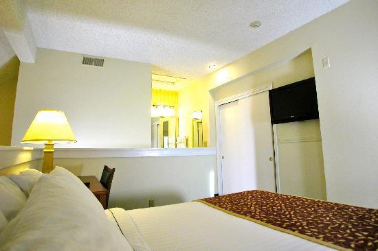 Sonesta ES Suites South Brunswick - Princeton: 2nd level of Penthouse w/ full bathroom