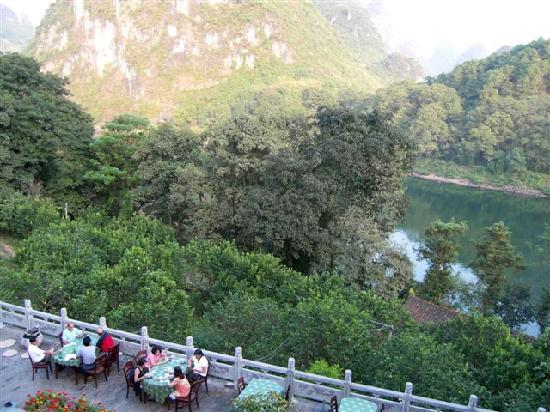 Li River Resort: Outdoor restaurant with great views