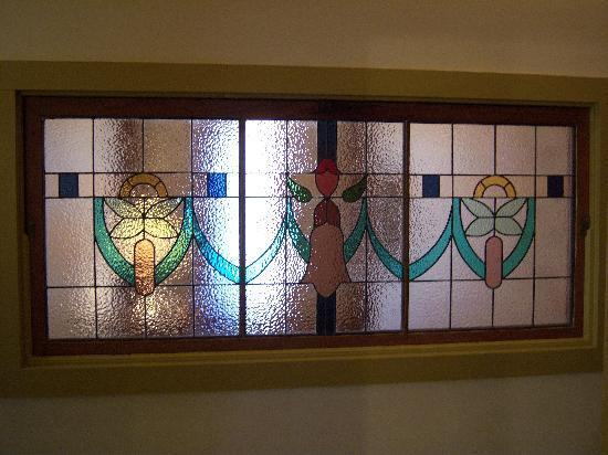 Hardy's Bed and Breakfast Suites: Stained glass from Floraville East Suite