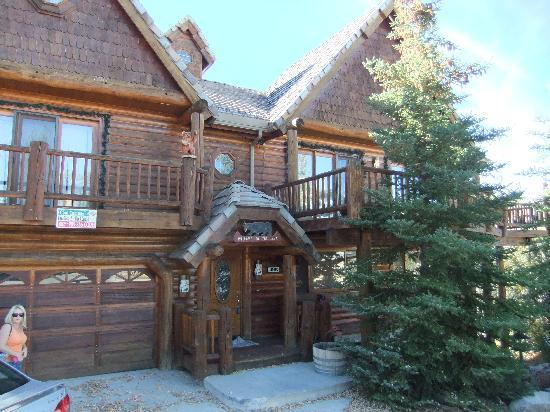 A snowy day big bear cool cabins tripadvisor for Usmc big bear cabins