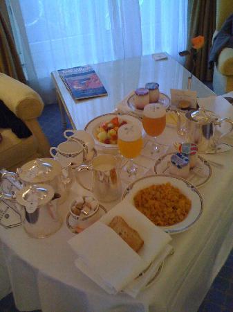 The Merrion Hotel: Breakfast in bed!