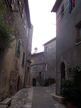 San Casciano dei Bagni, Italy: The streets of San Casciano (by the way, I could SO live there!!)